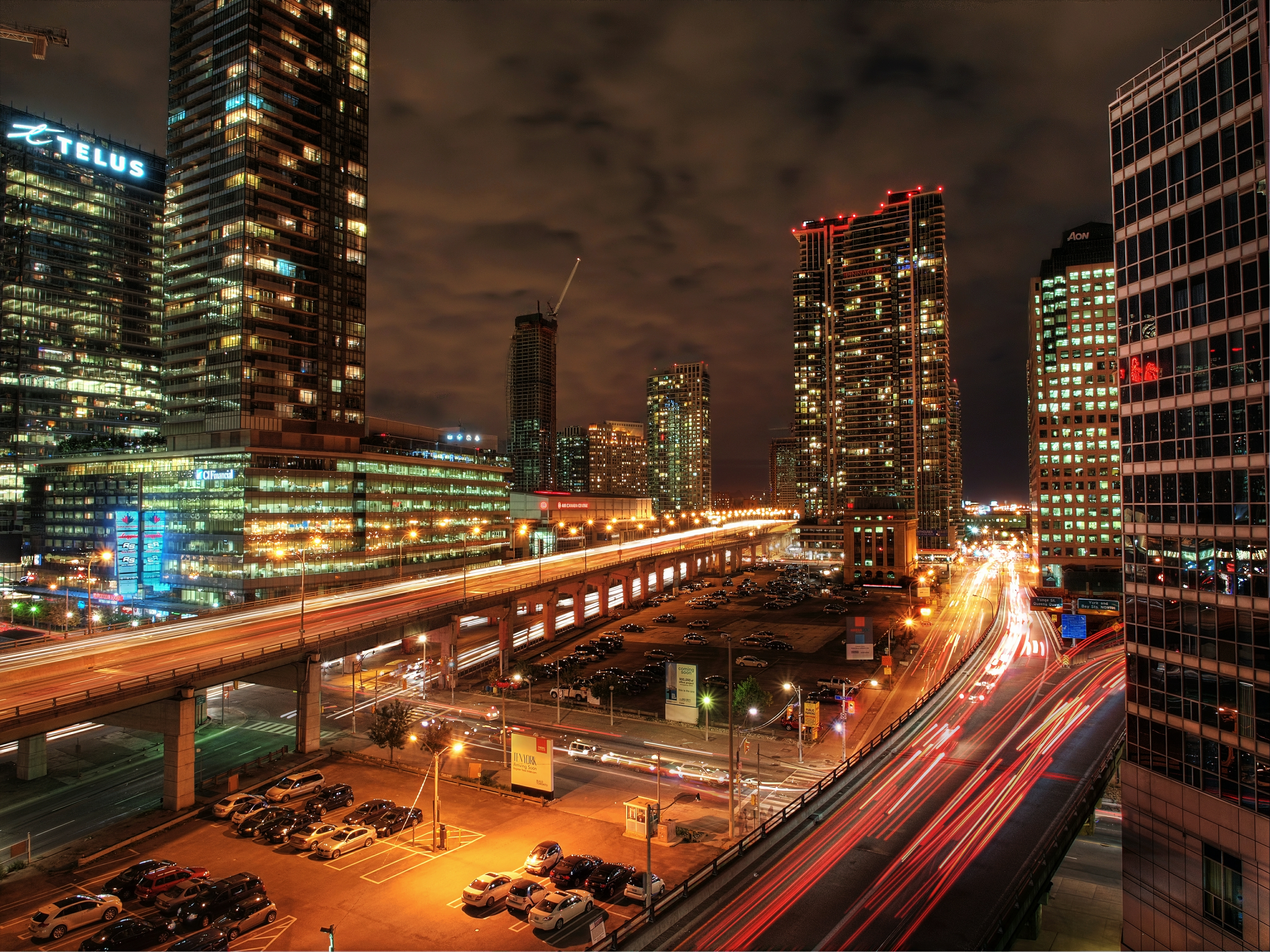 Gardiner Expressway : Examples of elevated transit from around the world green ribbon